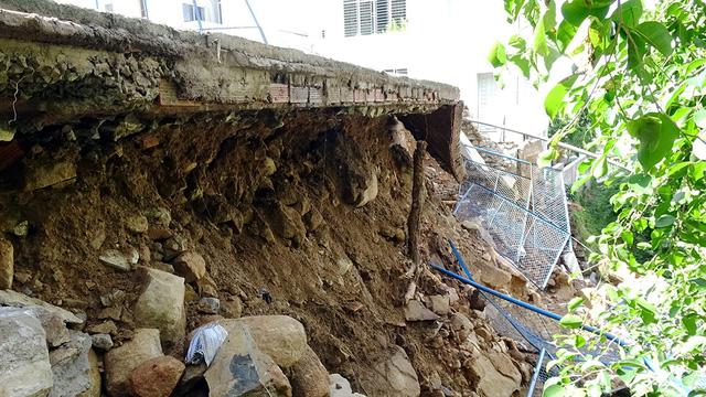 Mưa lớn, sân bóng rổ đổ ập xuống khách sạn ở  Vũng Tàu - Ảnh 4.