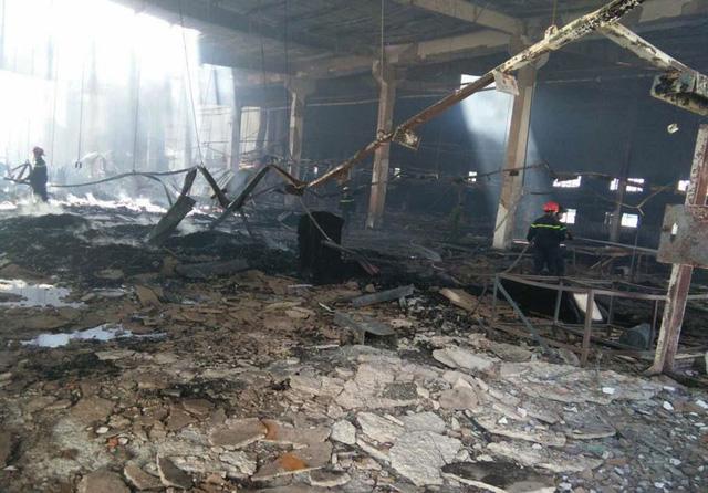 Xưởng gỗ hàng ngàn mét vuông cháy rụi - Ảnh 2.