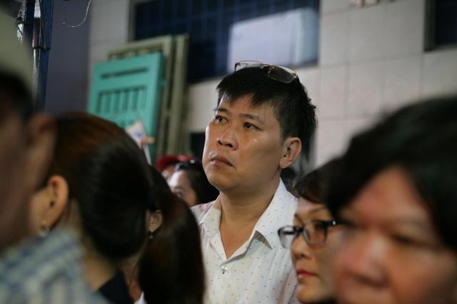 Tiễn đưa nghệ sĩ Khánh Nam trong cơn mưa Sài Gòn buổi sớm - Ảnh 3.