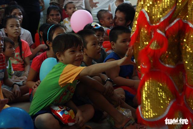 Trung Thu cho trẻ em thiệt thòi ở Hà Nội, Đà Nẵng, TP.HCM - Ảnh 8.
