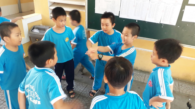 Thừa Thiên - Huế chấn chỉnh tình trạng làm thu đầu năm học - Ảnh 1.