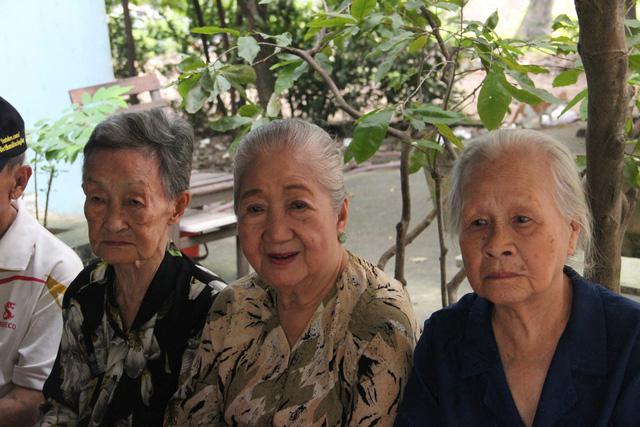 Nghệ sĩ cải lương đến thăm nghệ sĩ Diệu Hiền, Ngọc Hương… - Ảnh 3.