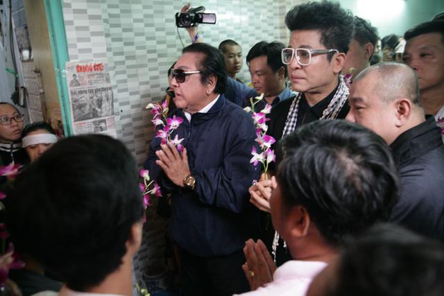 Tiễn đưa nghệ sĩ Khánh Nam trong cơn mưa Sài Gòn buổi sớm - Ảnh 4.