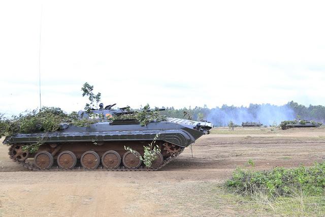 Bộ binh cơ giới Quân đoàn 3 diễn tập bắn đạn thật - Ảnh 4.