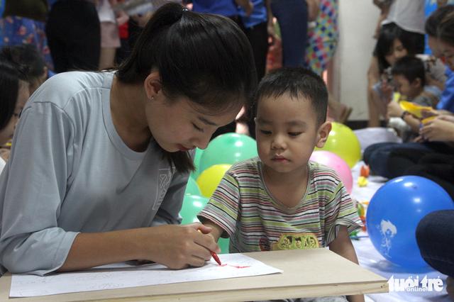 Trung Thu cho trẻ em thiệt thòi ở Hà Nội, Đà Nẵng, TP.HCM - Ảnh 5.