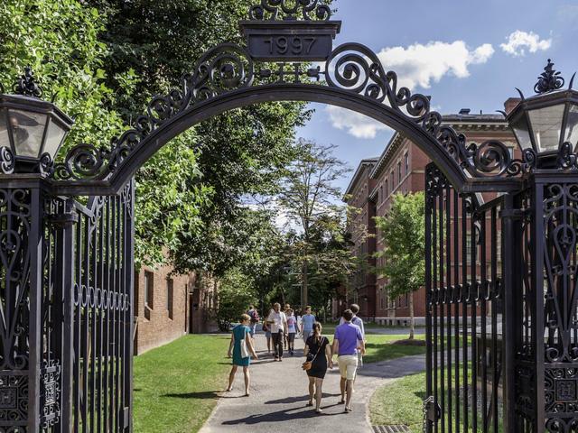 10 trường đại học cho ra lò tỉ phú nhiều nhất Mỹ - Ảnh 7.