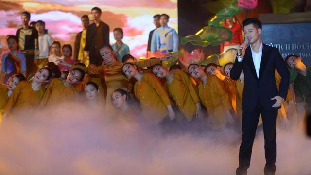 Hàng ngàn người dân TP.HCM ra Phố đi bộ mừng Quốc khánh - Ảnh 6.