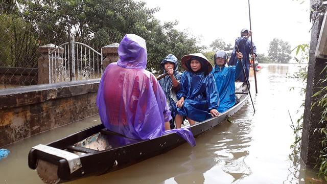 Huế ngừng mưa, nước các sông đã xuống - Ảnh 1.