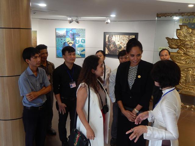 Phu nhân thủ tướng Papua New Guinea thăm Bảo tàng Mỹ thuật Đà Nẵng - Ảnh 3.