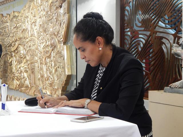 Phu nhân thủ tướng Papua New Guinea thăm Bảo tàng Mỹ thuật Đà Nẵng - Ảnh 4.