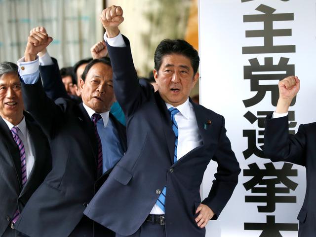 Thủ tướng Nhật giải tán hạ viện để chiến thắng - Ảnh 1.