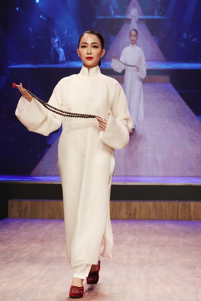 Diệu Fashion show và khi áo dài trên nền nhạc Trịnh - Ảnh 3.