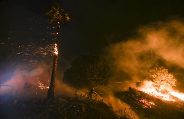 Những hình ảnh kinh hoàng ở biển lửa California - Ảnh 15.