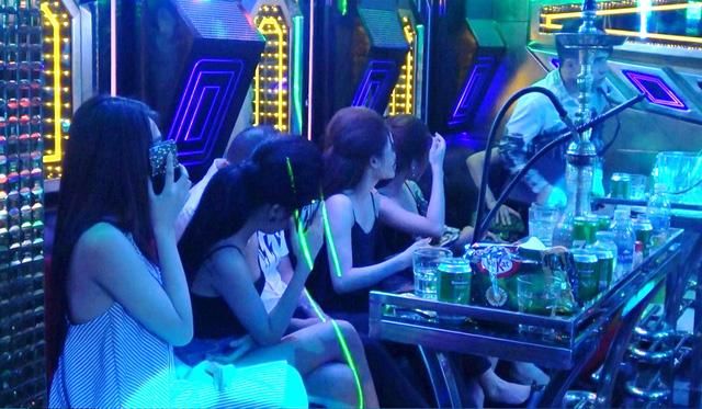 Cả trăm nam nữ phê ma túy trong nhà hàng mở cửa thâu đêm - Ảnh 1.