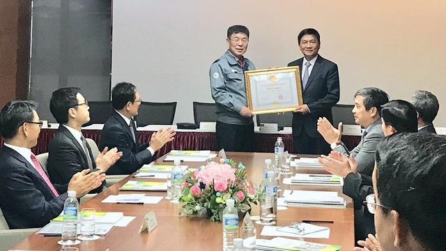 6 dự án được trao chứng nhận đầu tư vào Khu kinh tế Dung Quất - Ảnh 1.