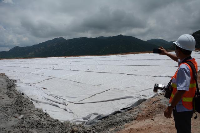 Đất nhiễm mặn vì bãi tro xỉ nhiệt điện Vĩnh Tân 2, dân khốn đốn - Ảnh 2.