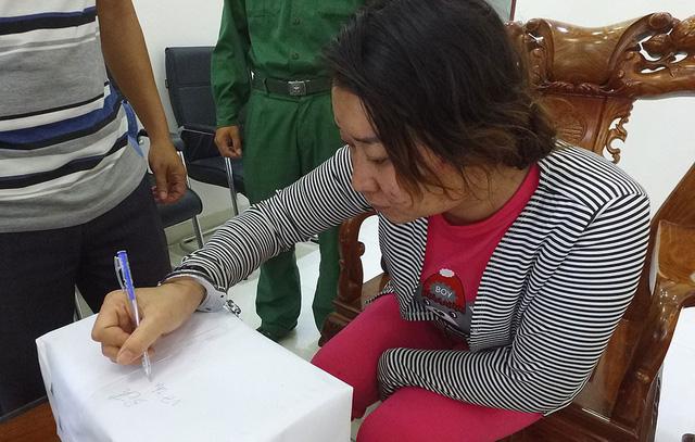 Bắt một phụ nữ mang hơn 2kg ma túy đá qua biên giới - Ảnh 1.