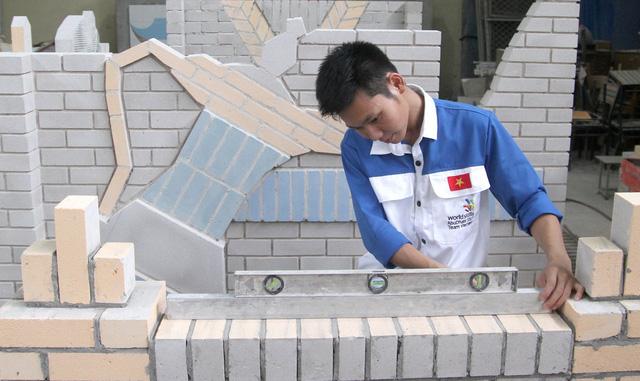 Mang nghề xây gạch ra thế giới - Ảnh 1.