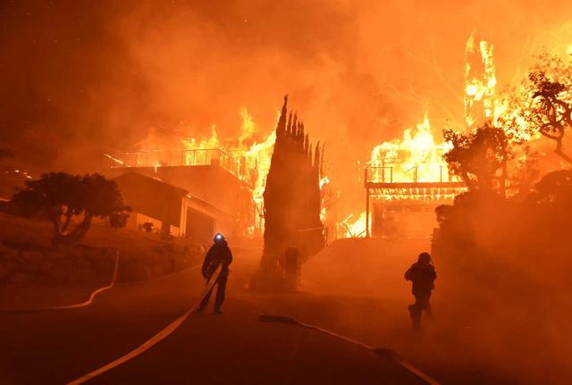 Những hình ảnh kinh hoàng ở biển lửa California - Ảnh 4.
