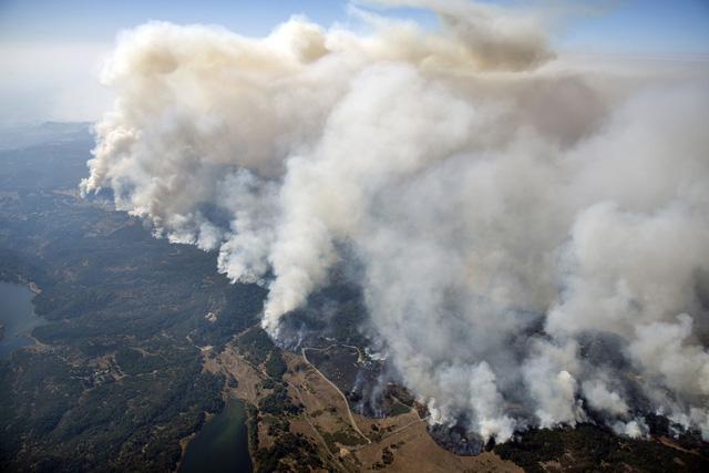4 ngày chìm trong biển lửa của California - Ảnh 11.