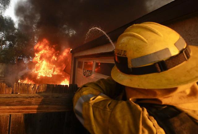 Những hình ảnh kinh hoàng ở biển lửa California - Ảnh 6.