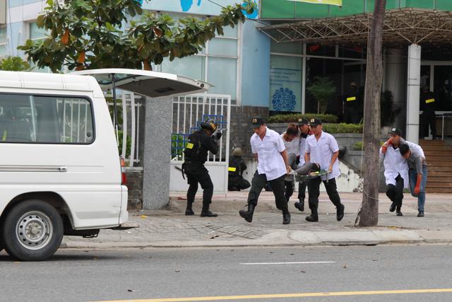 Diễn tập phương án chống khủng bố bảo vệ APEC - Ảnh 22.