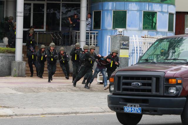 Diễn tập phương án chống khủng bố bảo vệ APEC - Ảnh 21.