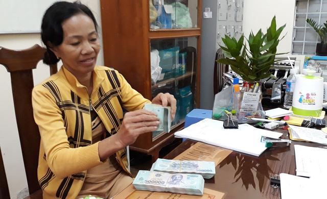 Bà Tuyết nhận 200 triệu đầu tiên sau 6 năm trúng số độc đắc: Lẽ phải đã chiến thắng