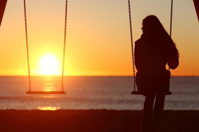 Người bị chấn thương tâm lý thường chọn cuộc sống độc thân? - Ảnh 1.