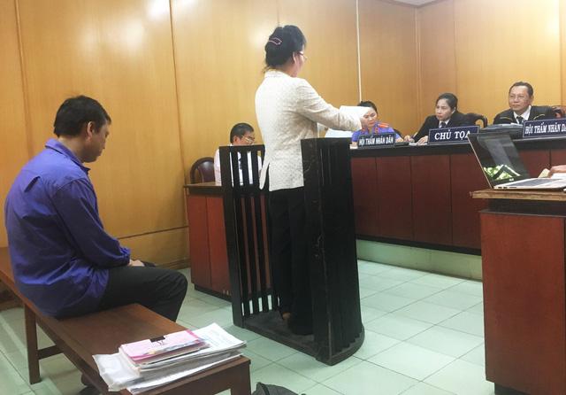Trả hồ sơ vụ án liên quan vợ một cán bộ công an đưa hối lộ - Ảnh 2.