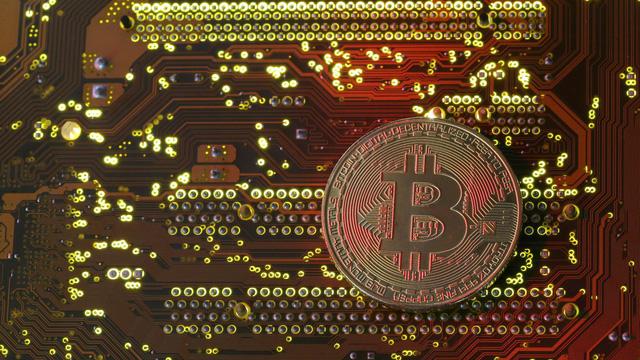 Bitcoin lần đầu vượt mốc 9.000 USD - Ảnh 1.
