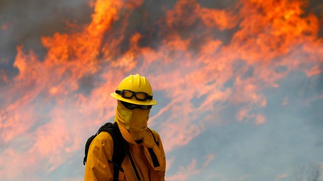 4 ngày chìm trong biển lửa của California - Ảnh 9.