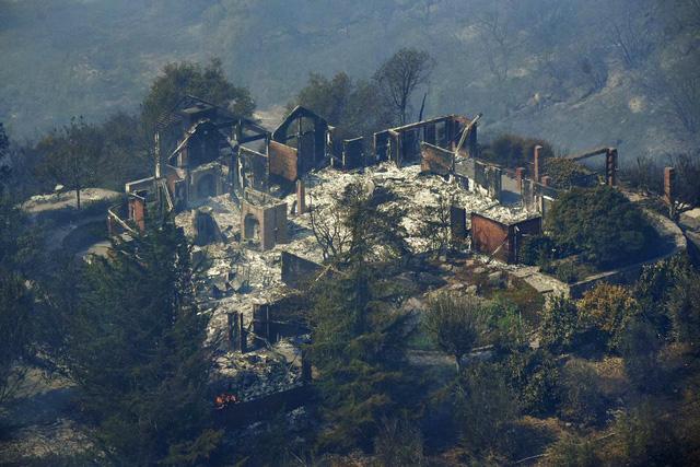 4 ngày chìm trong biển lửa của California - Ảnh 19.
