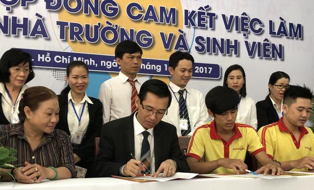 Trường ký hợp đồng đảm bảo việc làm cho sinh viên - Ảnh 1.