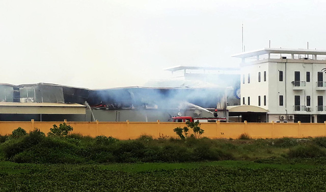 Cháy lớn tại công ty sản xuất bông ở Thái Bình - Ảnh 2.