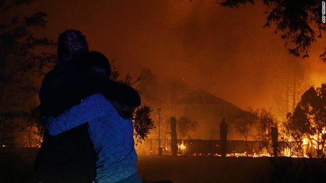 Ít nhất 10 người chết vì cháy rừng ở California - Ảnh 2.