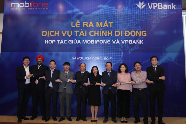 VPBank bắt tay MobiFone ra mắt sản phẩm tài chính di động - Ảnh 1.