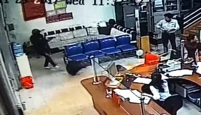 Video: Tên cướp nổ súng bắn bảo vệ, cướp ngân hàng AgribankĐắk Lắk, quá liều lĩnh