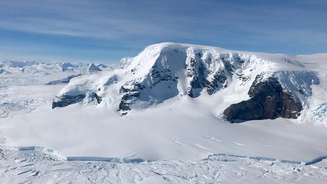 Vì sao lỗ hổng tầng ozone tập trung ở Nam Cực? - Ảnh 1.