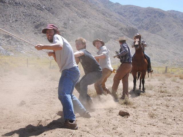 Lạ lùng ngôi trường giữa sa mạc chỉ có 30 nam sinh viên - Ảnh 7.