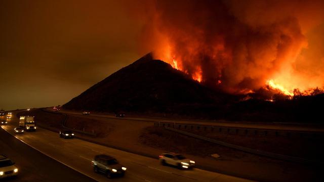 Những hình ảnh kinh hoàng ở biển lửa California - Ảnh 2.