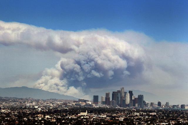 Những hình ảnh kinh hoàng ở biển lửa California - Ảnh 19.
