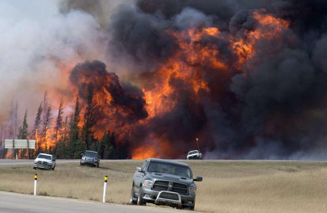 Những hình ảnh kinh hoàng ở biển lửa California - Ảnh 12.