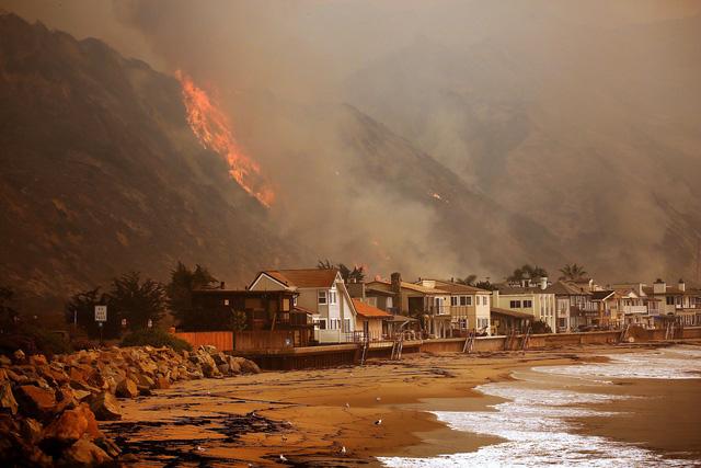 Những hình ảnh kinh hoàng ở biển lửa California - Ảnh 3.