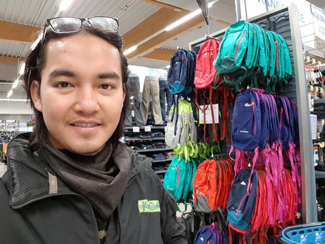 Chàng trai Tiền Giang đi xe máy từ Việt Nam đến Pháp - Ảnh 1.