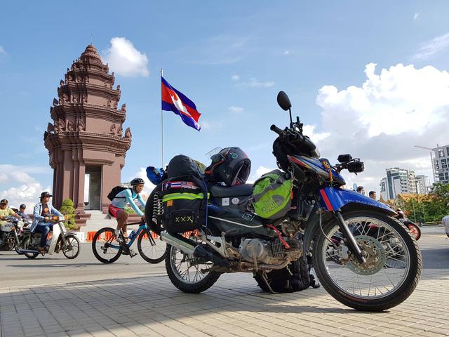 Chàng trai Tiền Giang đi xe máy từ Việt Nam đến Pháp - Ảnh 17.