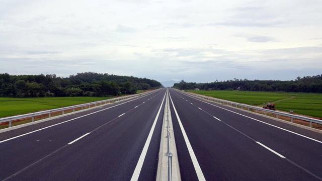 Tạm ngưng cho xe tải lớn đi trên cao tốc Đà Nẵng - Quảng Ngãi - Ảnh 1.