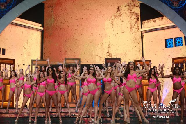 Hoa hậu Peru đoạt vương miện Hoa hậu Hoà bình thế giới 2017 - Ảnh 2.