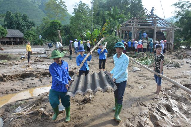 Hàng nghìn thanh niên tình nguyện giúp dân sau mưa lũ miền Bắc - Ảnh 1.