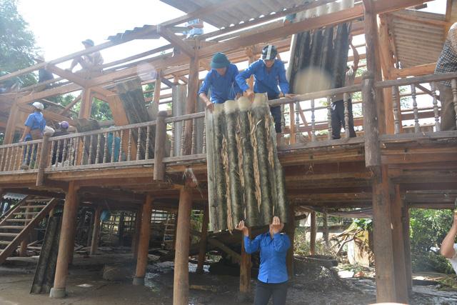 Hàng nghìn thanh niên tình nguyện giúp dân sau mưa lũ miền Bắc - Ảnh 2.